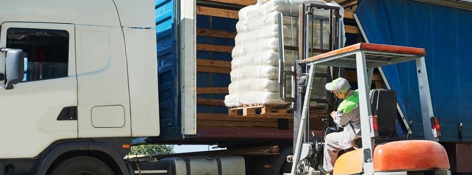 4 formas de evitar o excesso de cargas nos caminhões da sua frota